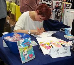 Inga Steinmetz signiert auf der Frankfurter Buchmesse (Foto: © 2017 fduprel)